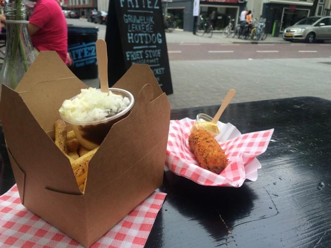 Heerlijke frietjes en een kaaskroket bij Fritez!